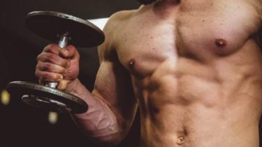 【ベンチプレス】重量アップのコツとは?サポートとして働く筋肉群を強化する